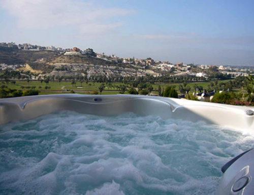 Espuma en el agua del spa